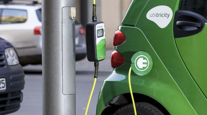 Elektroauto in Hamburg bald an Laternen laden?